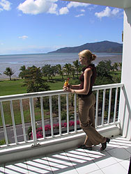 Acacia Court Hotel in Cairns with Seaview